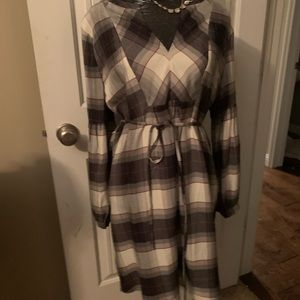 Loft dress large new  grey plaid designer 12 78$